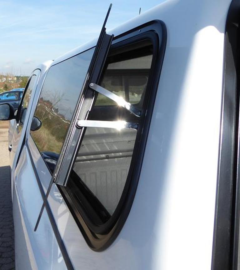 Otevřené boční okno hardtopu - B5
