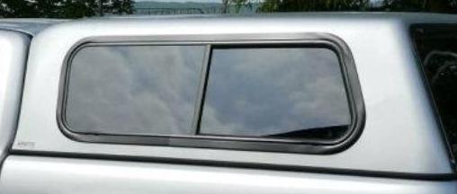 Boční okna hardtopu jsou vzájemně posuvná - B6