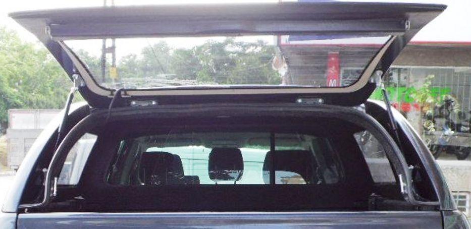 Velký úhel otevření zadního okna umožňuje snadný přístup do ložného prostoru